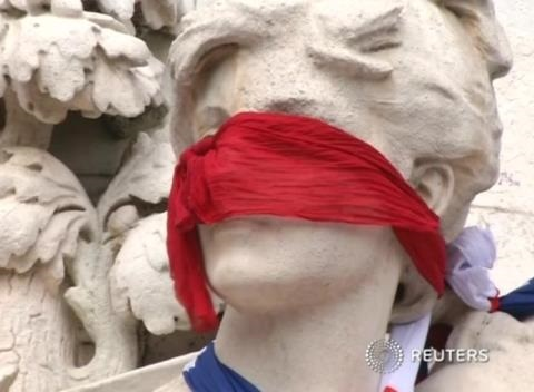 News video: Protesters Liken Hollande to Sarkozy